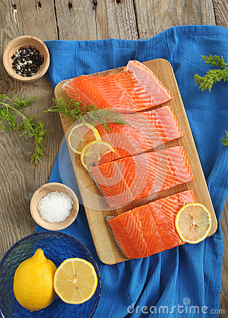 Free Salmon Slices With Dill And Lemon Royalty Free Stock Image - 29278486