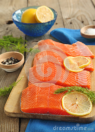 Free Salmon Slices With Dill And Lemon Stock Images - 29278574