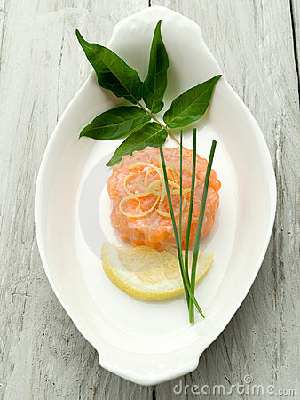 Salmon tartare with lemon