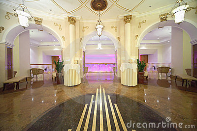 Salão com saídas ao balcão no hotel Ucrânia Foto Editorial