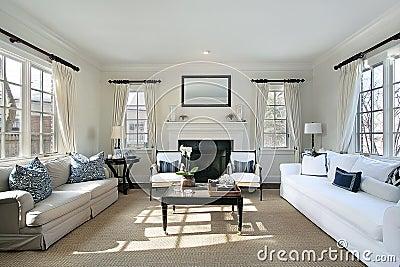 Salone nella casa di lusso fotografia stock immagine for Casa classica porcelain tile