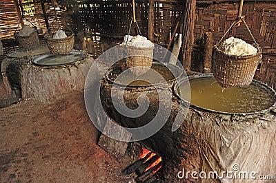 Salt bergigt i nordligt landskap av Nan, Thailand