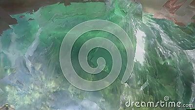 Saltos de um freediver na água filme