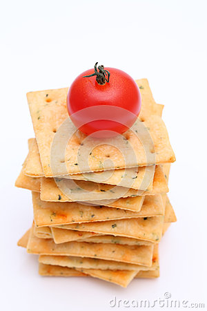 Salty crackers with tomato
