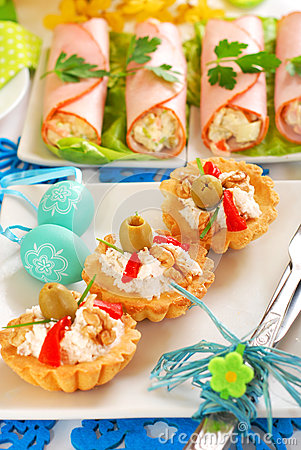 Salty mini tartlets stuffed with walnut cheese and olives