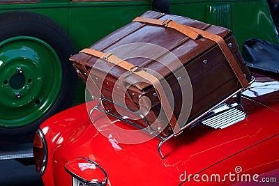 Samochodowy stary bagażnik
