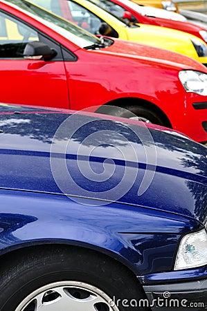 Samochody parkujący rząd