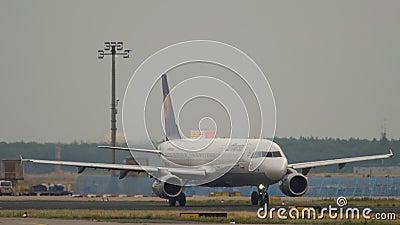 Samolot Airbus A321 przed odlotem zdjęcie wideo