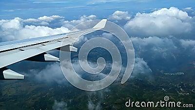 Samolotowy latanie nad chmury nad Filipiny zdjęcie wideo