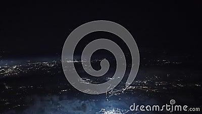 Samolotu kokpitu widok robi podejściu ziemia przy nocą zdjęcie wideo