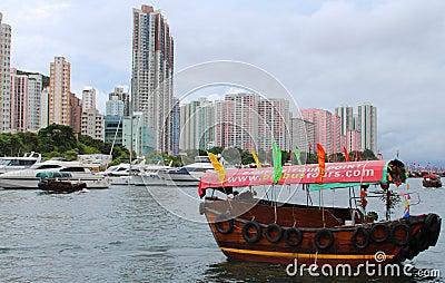 Sampan в гавани Абердина Редакционное Стоковое Фото