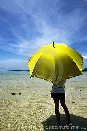 Free Samui And Yellow Umbrella Stock Photography - 18097632