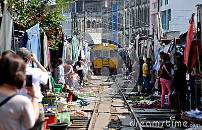 Samut Songkhram, Thailand: Mae Klong Railway Mkt. Editorial Stock Image