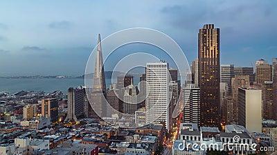 San Francisco-Skyline und Stadtlichter timelapse während des Sonnenuntergangs