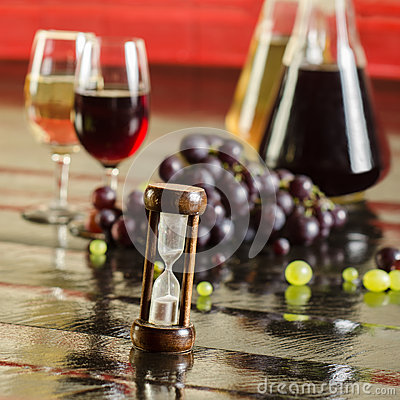 Free Sand Clock, Grapes, Wine Bottles And Wine Glasses Royalty Free Stock Images - 43641059