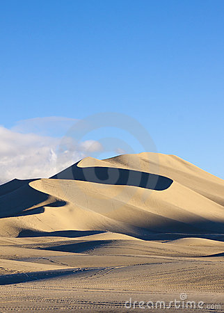 Free Sand Mountain Dune Royalty Free Stock Photography - 22793367