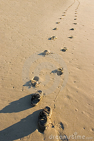 Free Sandals On The Beach Royalty Free Stock Photography - 175087