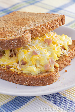 Sandwich à déjeuner d omelette de jambon
