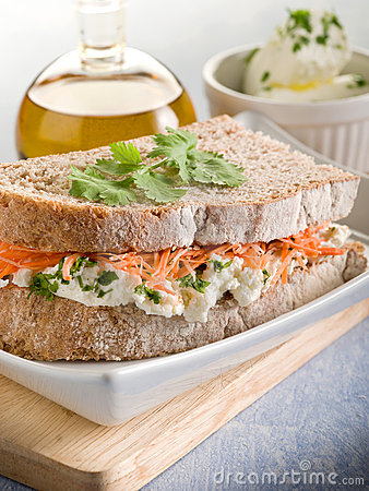 Sandwich with carrot and cheese