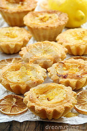 Sandy pastry with lemon filling.