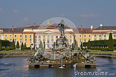 Sankt Petersburg sightseeing: Peterhof palace