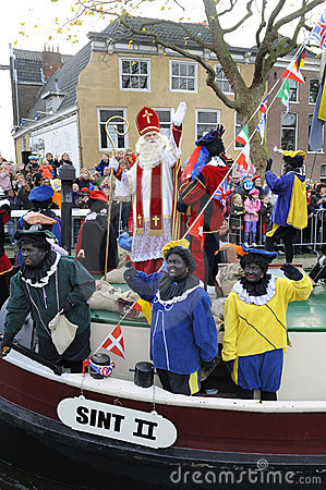 Free Santa Claus Arrives On Aboat In Holland. Stock Photos - 7145303