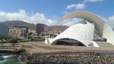 Santa Cruz De Tenerife, España - mayo, 18, visión aérea 2018 de 'Auditorio de Tenerife 'desde arriba almacen de video