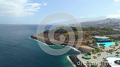 Santa Cruz De Tenerife Spanien - Maj, 18, 2018 flyg- sikt av 'Auditorio de Tenerife 'från ovannämnt lager videofilmer