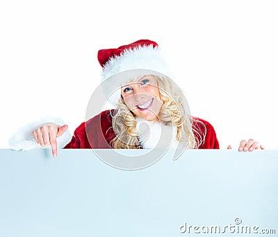 Santa femenino que señala abajo en la cartelera en blanco