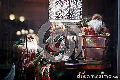 Santas and an Elf