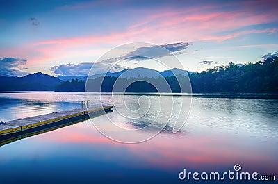 Santeetlah del lago in grandi montagne fumose north for Cabina lago north carolina