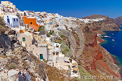 Santorini海岛火山的峭壁的Oia城镇