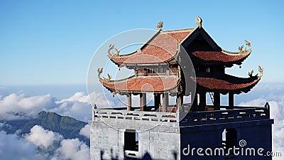 Sapa, Vietnam - 4. Dezember 2017: Timelapse der buddhistischen Pagode gelegen auf Fansipan-Berg in Sapa, Vietnam stock video