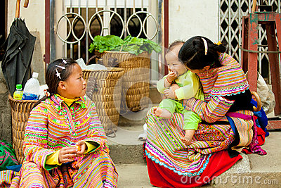 SAPA,VIETNAM - FEB 28: Unidentified girl of the H mong Ethnic Mi Editorial Image