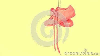 Sapatilhas coloridas brilhantes de suspens?o Instrutores na moda da mulher da forma Moderno ? moda Plimsole Coral Color amarela b filme