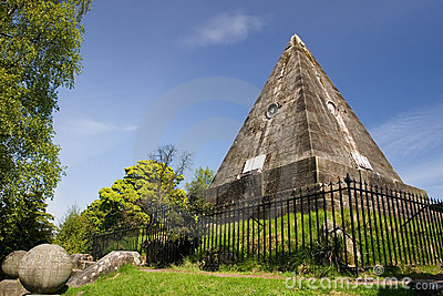Satar Pyramid, Stirling