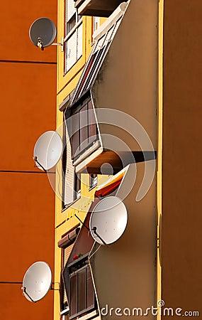 Free Satellite Dishes Royalty Free Stock Photos - 2346798