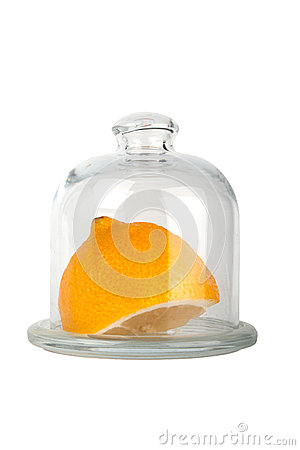 Saucer with a cover for lemon storage