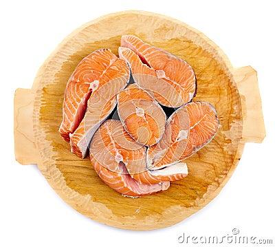 Saumons sur le panneau en bois