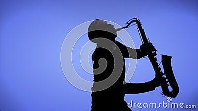 Saxofonspelare i en färgbakgrund