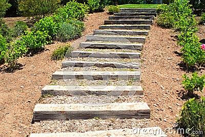 Scale di legno nel giardino immagini stock immagine 25618024 - Scale in giardino ...