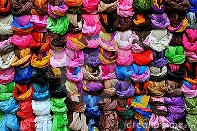 Scarf market in Italy