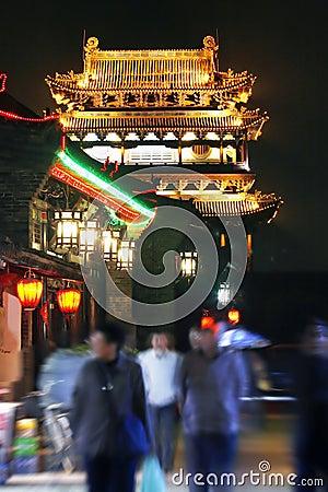 Scena di notte della città antica.