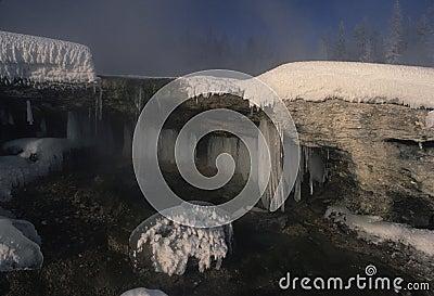 Scena ghiacciata di inverno