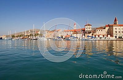 Scenc coastal town.