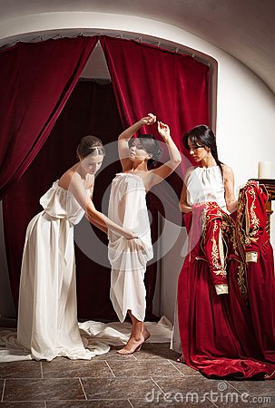 Free Scene Of Clothing Of Aristocratic Woman By Her Servants Stock Photo - 92038810