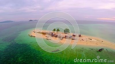 Sceneggiatura di una piccola isola nel mare stock footage