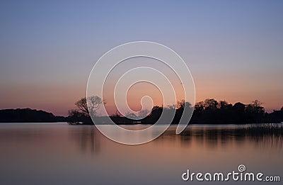 Scenics del lago sunset - lago en Killarney, Irlanda