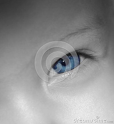 Schätzchen-blaue Augen