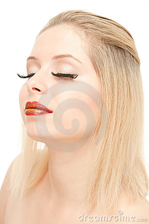 Schöne blonde mit verlängern Wimpern
